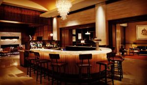 FTGBlog_BrewsInBoston_TheAveryBar_THe-RitzCarltonBostonCommon_CreditThe-Ritz-Carlton-Hotel-Company-L.L.C (1)